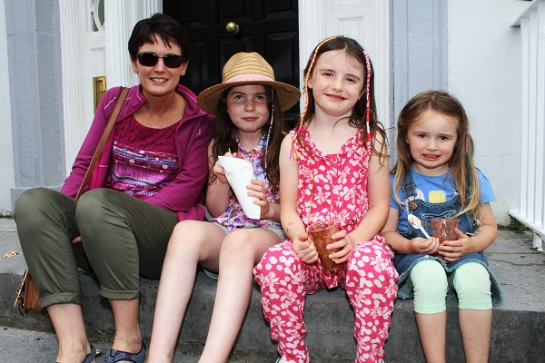 Sharon, Lara, Robyn and Sive Evans enjoying the festival in town. Photo by Gavin O'Connor.