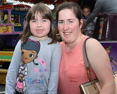 Clodagh and Katie Kennelly enjoying the festival in town. Photo by Gavin O'Connor.