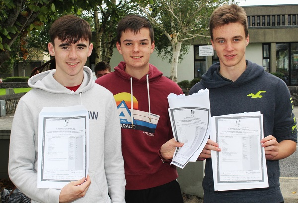 Tadhg Ó Loinsigh, Adam Ó Caonmhánaigh, Luka Ó Brosnacháin receiving their Junior Cert results in Gaelcholáiste Chiarraí. Photo by Gavin O'Connor.