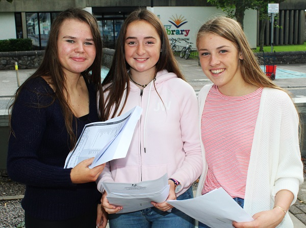 Rionach De Bhillis, Máire Ní Dhúgáin and Aoife Ní Chonaill receiving their Junior Cert results in Gaelcholáiste Chiarraí. Photo by Gavin O'Connor.