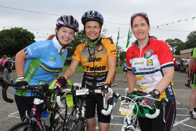 Fiona O'Connor, Tracy Smith, Emma Cunnane taking part in the Ardfert Harvest Cycle on Saturday morning. Photo by Dermot Crean