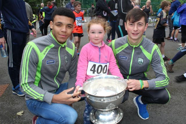 Caoileann O'Carroll with Stefan Okunbor and Tomas O'Connor at the CBS The Green Fun Run on Sunday afternoon. Photo by Dermot Crean