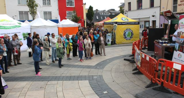 A crowd watching chef Odran Lucey giving a cookery demo in the Square as part of the Tralee Food Festival on Saturday. Photo by Dermot Crean