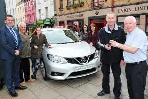 Fintan Ryan of Tralee Credit Unions handing over the keys of a new Nissan Pulsar to Maurice O'Leary with, back from left: David Randells, Tom Lawlor (Chairman Tralee Credit Union), Lisa Clifton, Suzanne Ennis, Eilleen O'Regan and Fintan Ryan. Photo by Gavin O'Connor.
