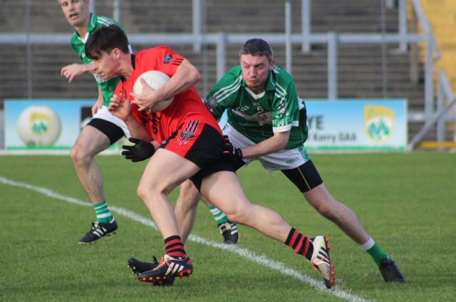 Gavan O'Grady breaks out of defence as Diarmuid Herlihy tackles. Photo by Dermot Crean