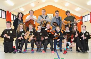 Seo Linn with Gaelscoil Mhic Easmainn pupils. Photo by Gavin O'Connor.