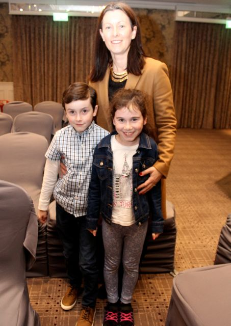 Caroline Hayes with Eoin and Ciara Slattery at the Aughacasla NS Fashion Show at the Rose Hotel on Friday night. Photo by Dermot Crean