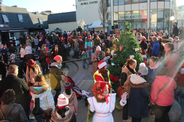 The crowds at the CH Chemists Christmas Parade on Saturday. Photo by Dermot Crean