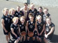 The second year Gaelcholáiste Chiarraí basketball team with coach Sinead Bí Chathasaigh.