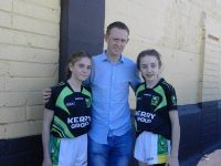 Colm Cooper with Sarah Barrett and Eimear O'Sullivan who are part of the U14 team the defeated Tipperary at the weekend.