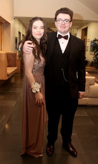Photos hundreds enjoy mercy mounthawk students 39 debs ball for Mercy mount