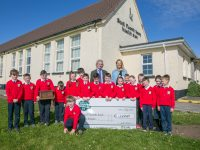 Aoibhín Garrihy with Ballyheigue's Scoil Naomh Iosef pupils at the presentation of a €5,000 cheque from Gala Retail.