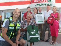 In front; Yohan Hunt of Tralee Community Responders with Cllr Sam Locke. Back; Danny Casey of SPAR, Eileen Whelan of Paco, Kieran Ahern of SPAR, Norman Foley of SPAR and Audrey Moran at the presentation of defibrillators at Foley's SPAR Express on the Castlemaine Road on Thursday. Photo by Dermot Crean