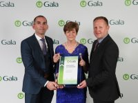 Kieran and Mary O'Shea, O'Sheas Gala with with their B.E.S.T Award for Excellence in Retail with Colin McTaggart Retail Operations Executive, Gala Retail.