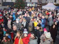The crowd at the switching on of the Christmas lights I The Square on Saturday. Photo by Dermot Crean