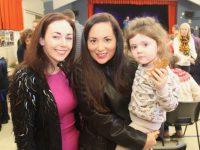 Róisín Smullen with Gráinne and Róisín Healy at the Gaelscoil Mhic Easmainn Christmas Fair at the school on Sunday. Photo by Dermot Crean