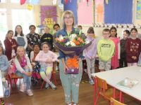 Presentation Primary School teacher Ann Dillon with her Second Class pupils on the day of her retirement from teaching on Friday. Photo by Dermot Crean